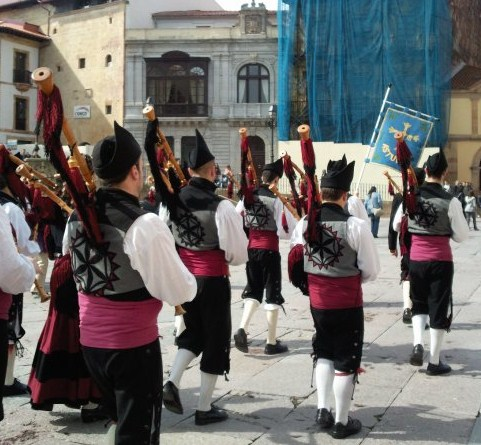 Bagpipe players in Oviedo