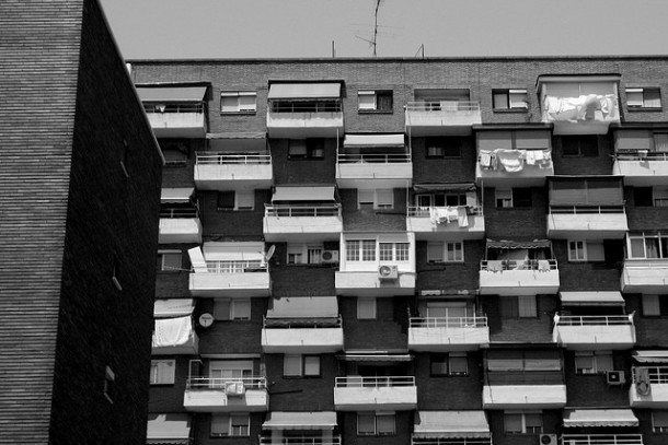 Apartment building in Madrid   ohhector.
