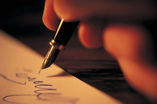 """Signing a contract or """"contrato"""" for an apartment in Madrid   LOSINPUN."""