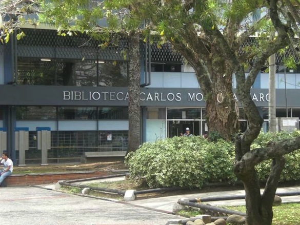View of the Biblioteca Carlos Monge Alfaromain, the main library on the Universidad de Costa Rica campus - and the nearest public restroom to Calle de la Amargura    Malia Williams