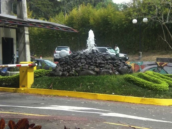 Fountain at the entrance to the Universidad de Costa Rica, San José