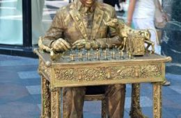 Chess entertainer in Madrid