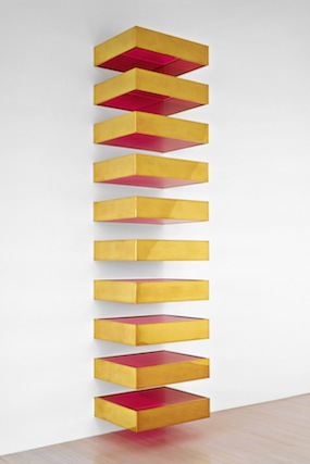 Donald Judd Untitled, 1970 brass und fluorescent plexiglas in 10 units, 308 x 68.8 x 61 cm © Art Judd Foundation / 2013 ProLitteris, Zurich