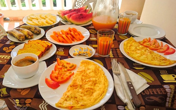 A standard Cuban breakfast: omelet followed by all the fresh exotic fruit you can eat.