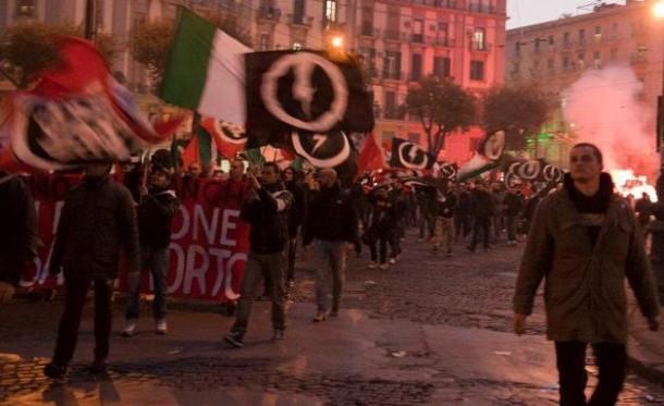 Cassatonante | Casapound,Manifestazione Napoli 2011