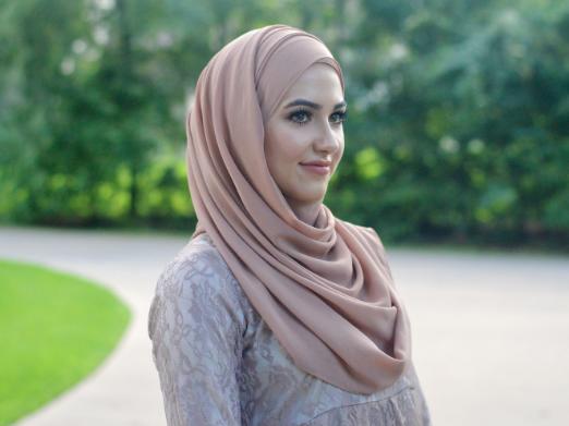 Hijab | www.withloveelena.com