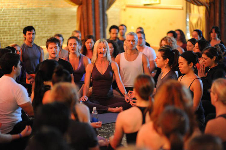 10 Free Yoga Classes To Try In Nyc Roostergnn